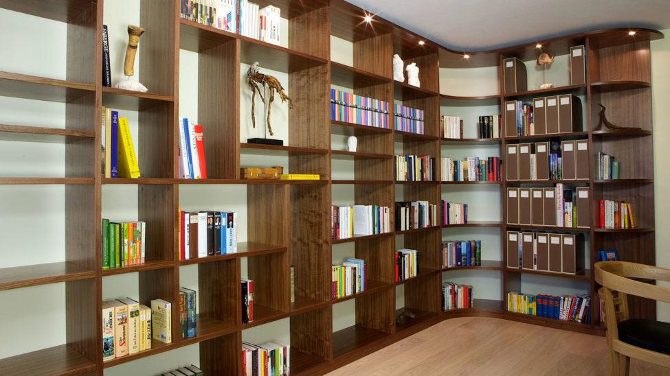 Bibliothek Mit Raumhohem Bücherregal